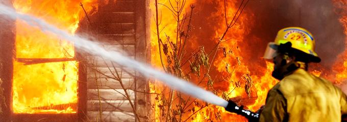 Пожарный на службе